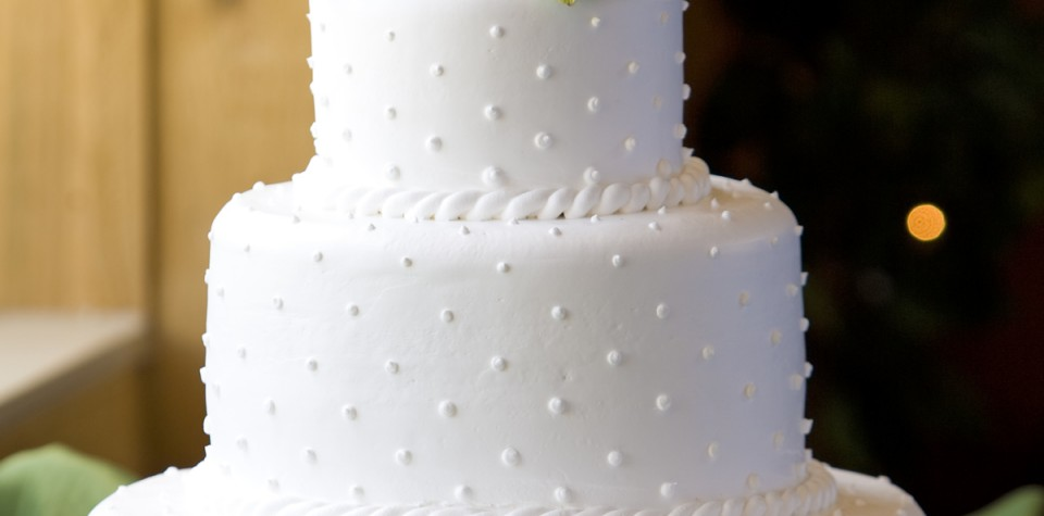 White 3 tier wedding cake